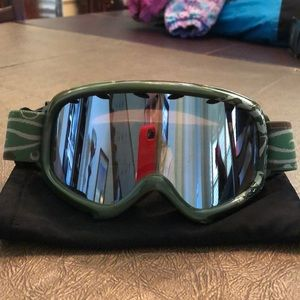 Youth ski goggles. Like new condition